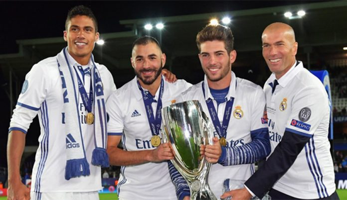 Luca Zidane con la Supercopa de Europa
