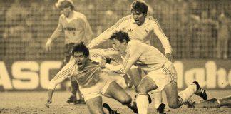 Santillana-Butragueño-y-Cholo-tras-el-cuarto-gol-foto-de-Alfredo-García-Francés